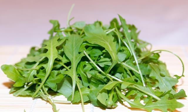 Rucola Salat mit Walnüssen und Feta